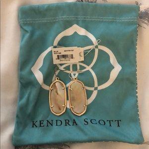 Kendra Scott Elle Gold Earrings in Brown Pearl